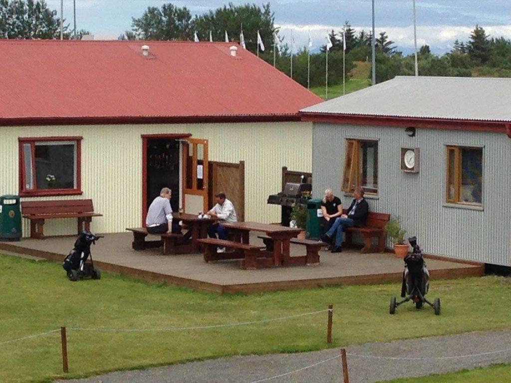 Félagsaðstaða Leynis við Garðavöll.